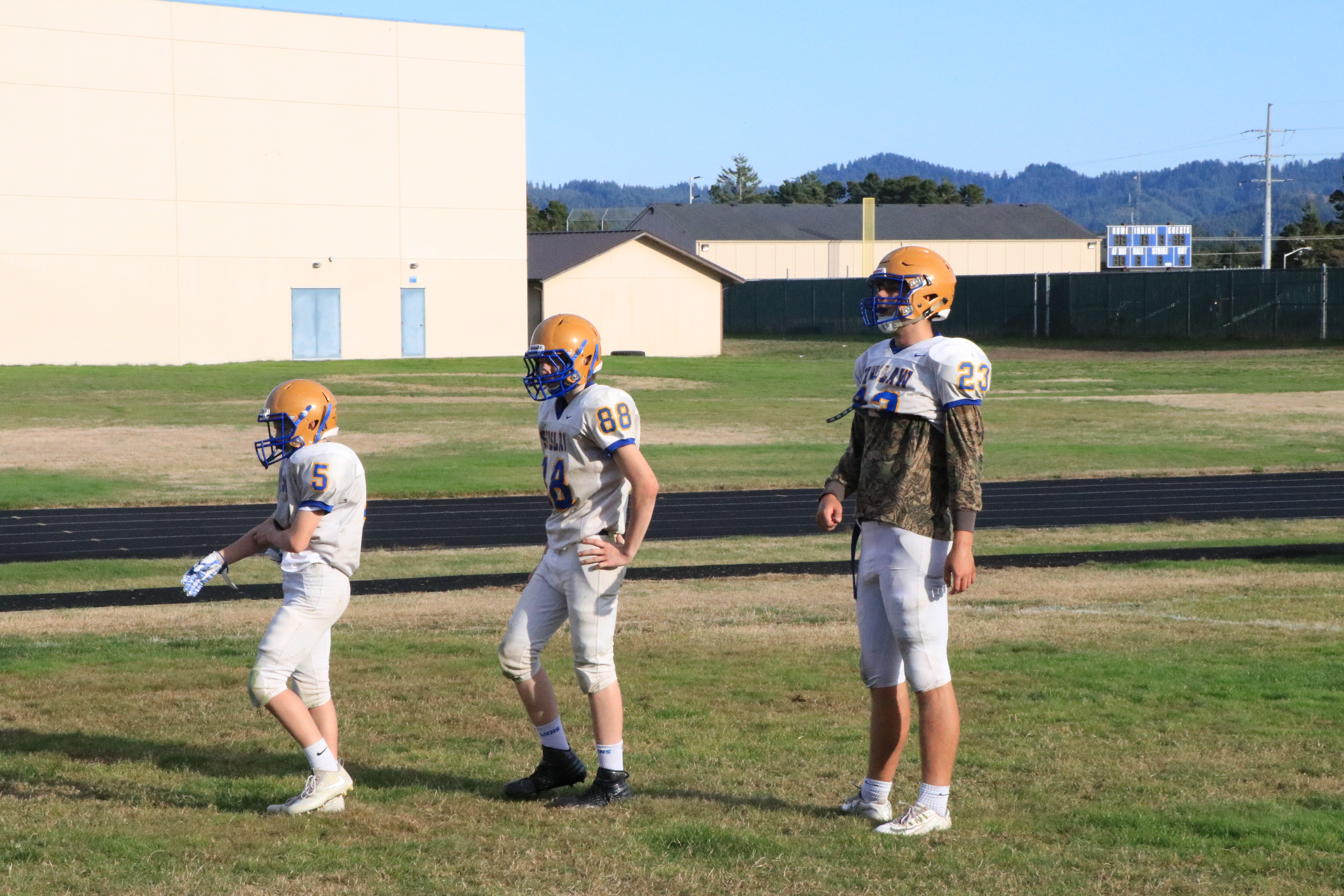 Siuslaw football players